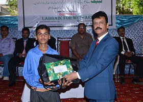 NNisar Zia Chairman LFW presented School Bag & Uniform to student (2013)